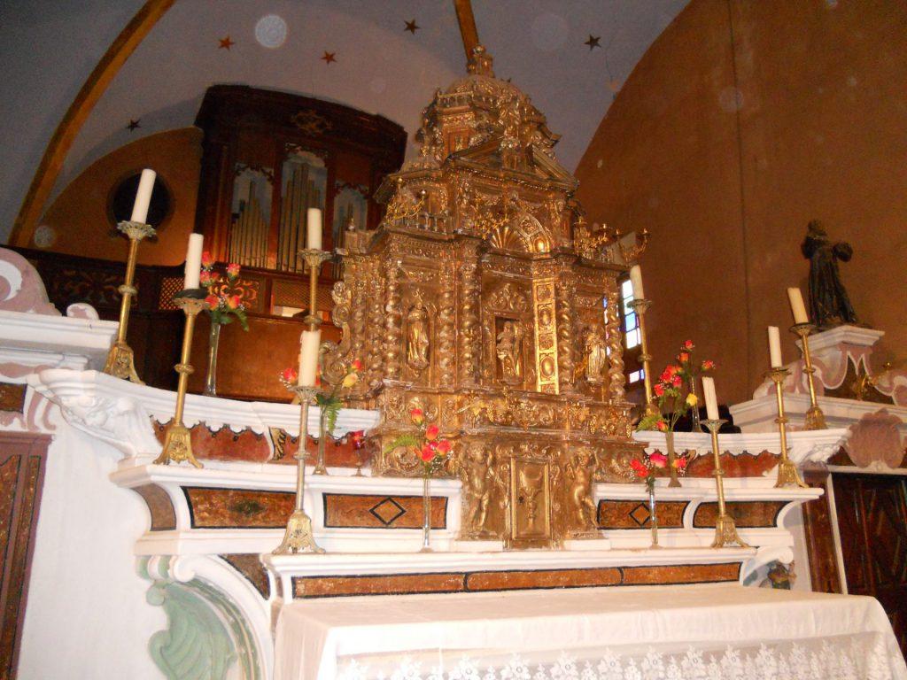 En arrière plan, l'orgue restauré (2011)