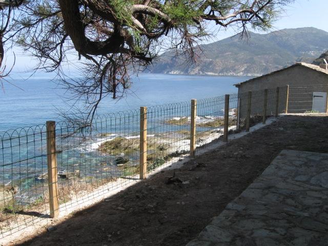 Installation d'une clôture de sécurité à Scala (2012)