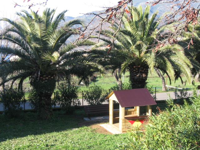 Aménagement d'une aire de jeux pour enfants (2010)